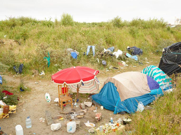 Een tentenkamp in Calais. Beeld