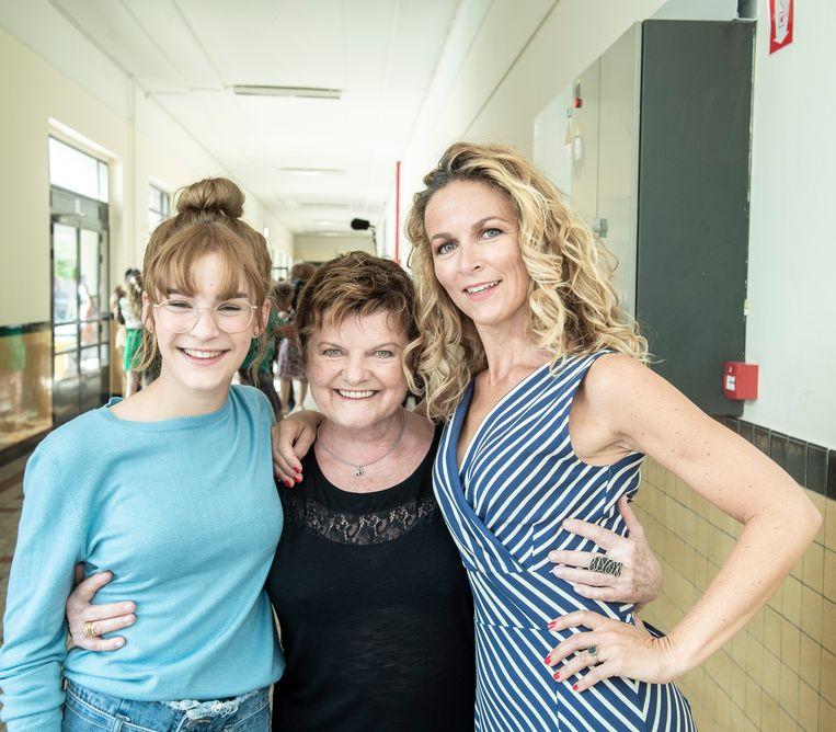 Janine Bischops met de actrices die haar dochter en kleindochter vertolken.