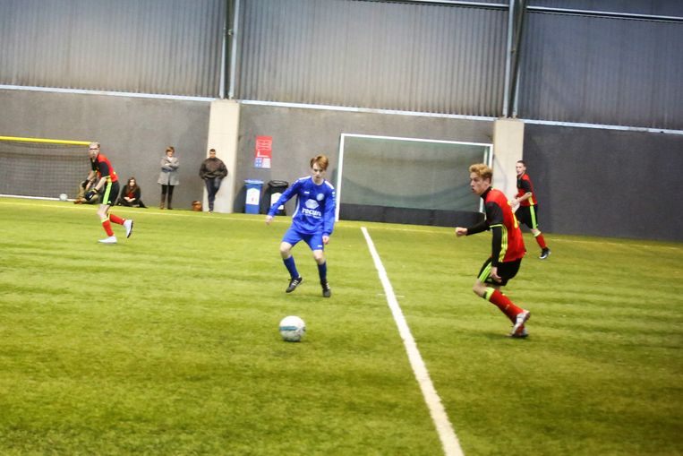 De nationale voetbalselectie voor de Special Olympics nam het op de slottraining voor de afreis naar Abu Dhabi op tegen een jeugdploeg van VJ Baardegem.
