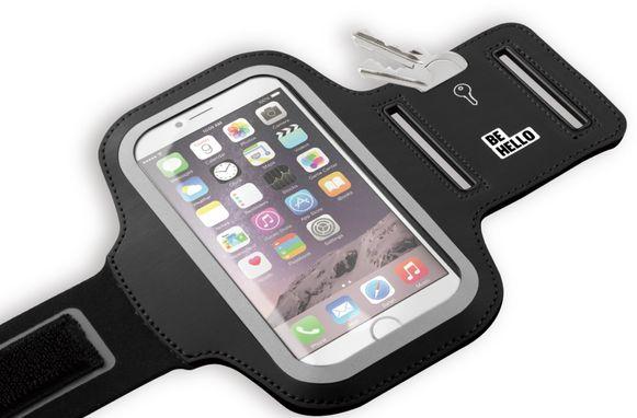 Die smartphone stop je gewoon weg in een handig sportarmbandje.