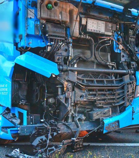Ongeluk met vrachtwagen en auto's op A67 Eersel richting Hapert, persoon gewond