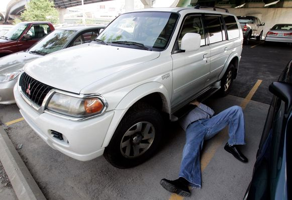 Vooral hybride auto's zijn geliefd onder het dievengilde. Het vervangen van een gestolen katalysator kost al snel 1.500 euro. (foto ter illustratie)