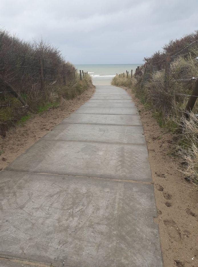 Via dit nieuwe pad in de Schuilhavenlaan kan je naar het strand