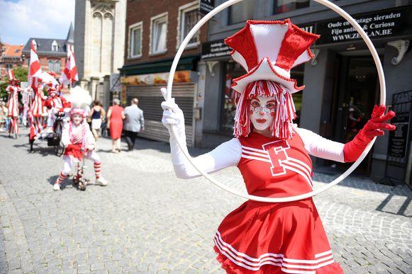 Het straattheater tijdens de 34ste editie van De Langste Dag in Leuven