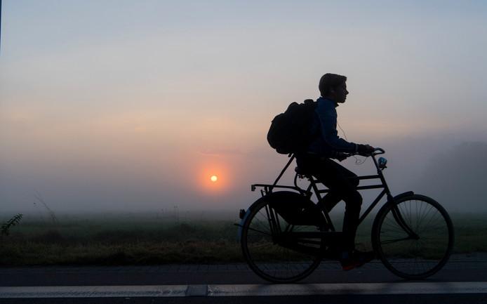 Een fietser zonder verlichting. (Foto ter illustratie)