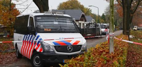 In beeld: Politie kamt het woonwagenkamp in Oss uit