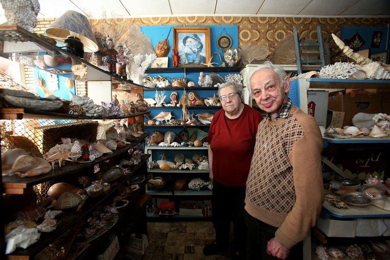 Diana Pierre en Leopold Vanhoeck in hun schelpenwinkel.