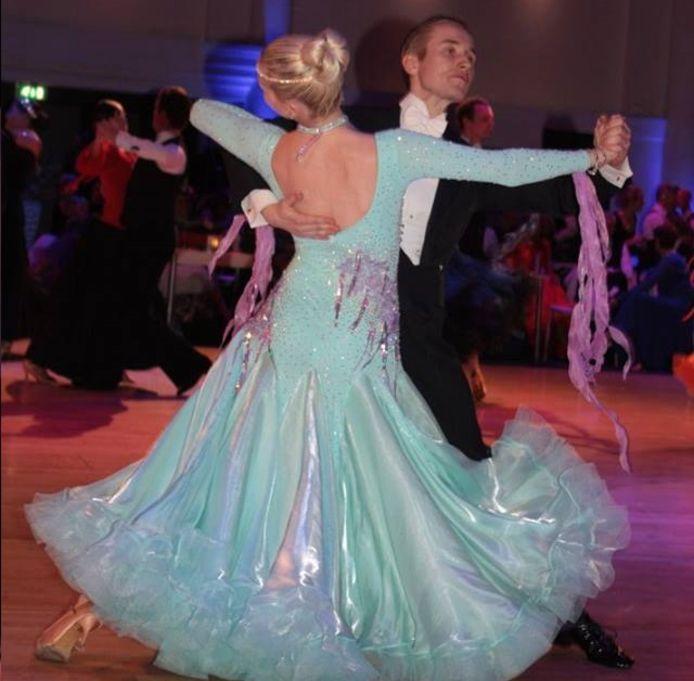 Djoeke ter Horst en Thomas ter Wijlen weten van wanten op de dansvloer.