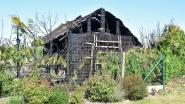 Grote tuinberging met honden- en kippenhok uitgebrand na slijpwerken