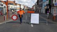 Barakken afgesloten voor het verkeer om volkstoeloop beheersbaar te houden