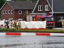 Duikers halen lichaam uit het kanaal in Daarlerveen