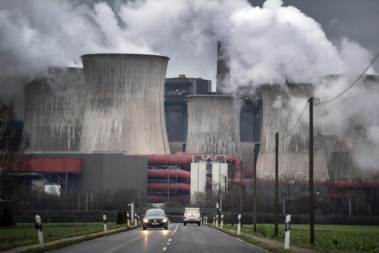 Bruinkoolcentrale in het Duitse Niederaussem in het Ruhrgebied. Beeld AFP