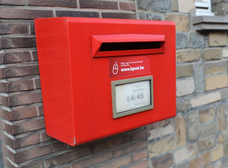 MERCHTEM: Rode brievenbus van Bpost