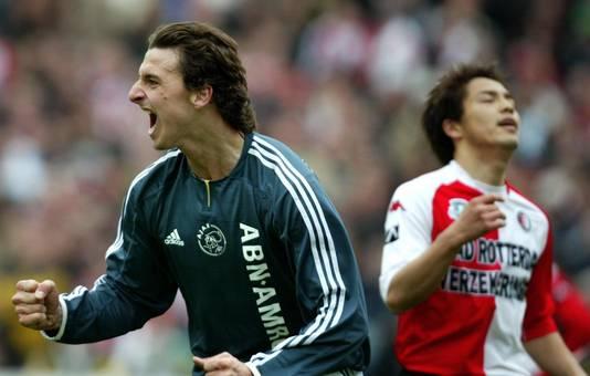 Ibrahimovic viert een treffer tegen Feyenoord.