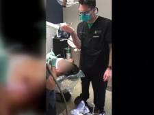 Un dentiste arrache la dent d'une patiente... sur un hoverboard