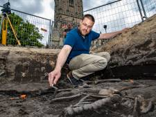 Stadsarcheoloog Bart (41) zoekt naar het verhaal achter tienduizenden skeletten op het Grote Kerkhof