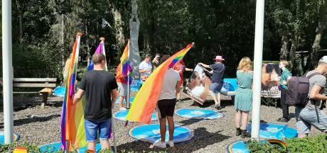 Protest bij azc Gilze na aanval op lesbische asielzoekster: 'Dit hoort niet in Nederland!'