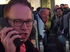 VIDEO: Vinkelse Jorg krijgt vliegtuig vol Ajacieden aan het zingen