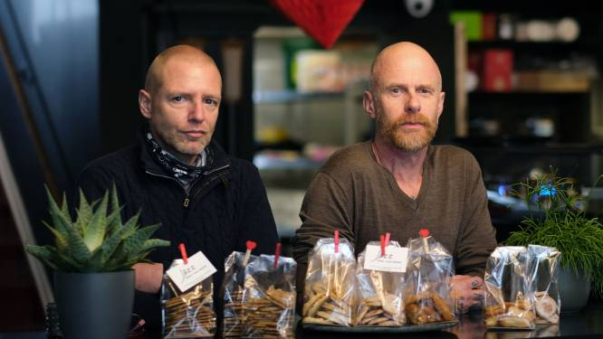 Nieuw eetcafé Jazz verkoopt koekjes voor zorginstelling De Zonnebloem