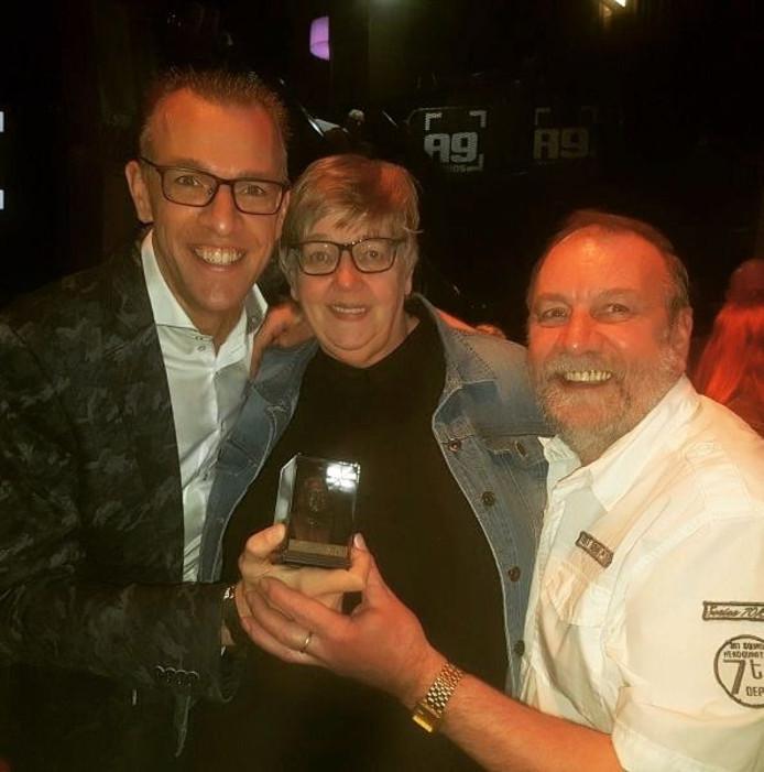 Marco de Hollander (l) won vorig jaar al een Koos Alberts Award en droeg deze op aan zijn ouders Hilda en Henk.