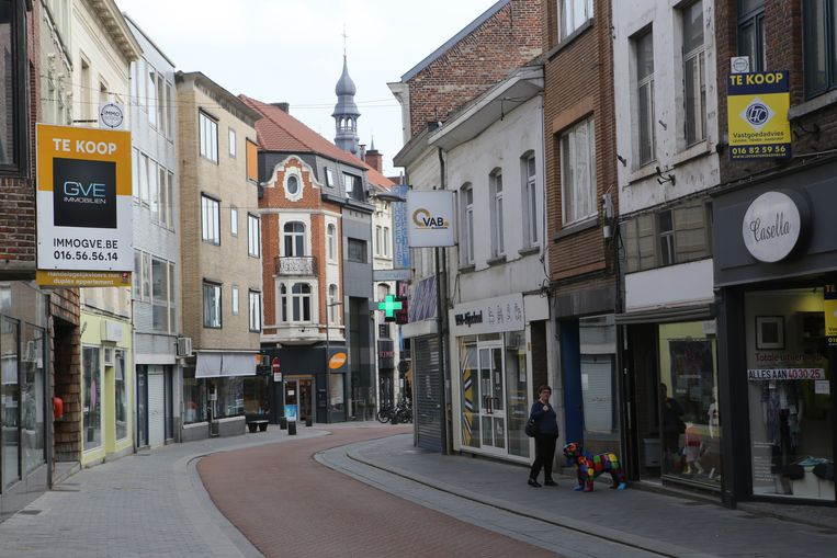 De Leuvensestraat telt momenteel enkele leegstaande winkelpanden.
