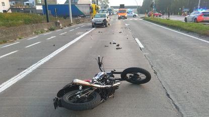 Zwaar ongeval met bromfietser op R4 richting Gent