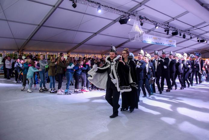 In Reusel werd zondag zonder problemen een nieuw record polonaise op de ijsvloer gevestigd. In totaal deden 352 mensen mee aan de polonaise.