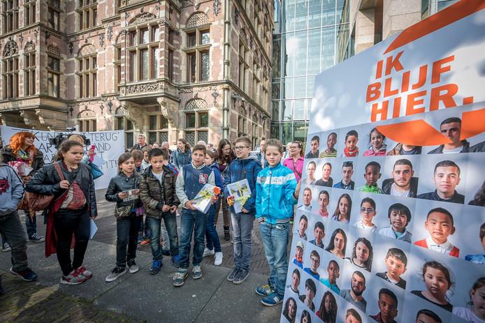 Vaak wordt er actie gevoerd om kinderen in Nederland te laten blijven.