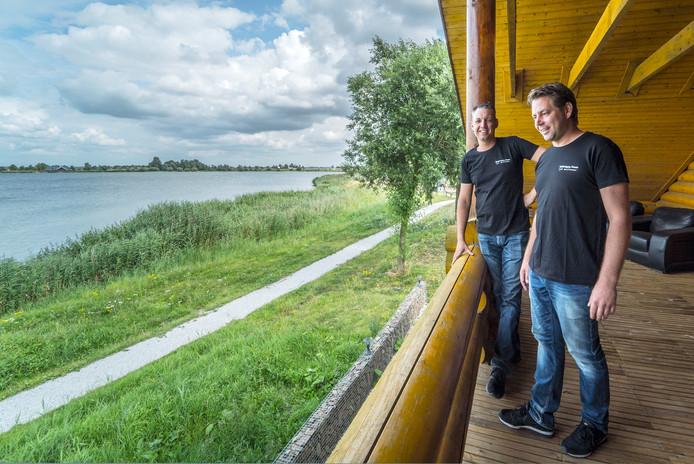 Berry Verhagen en Alois Copier van Happy Moose bij de Noord Aa