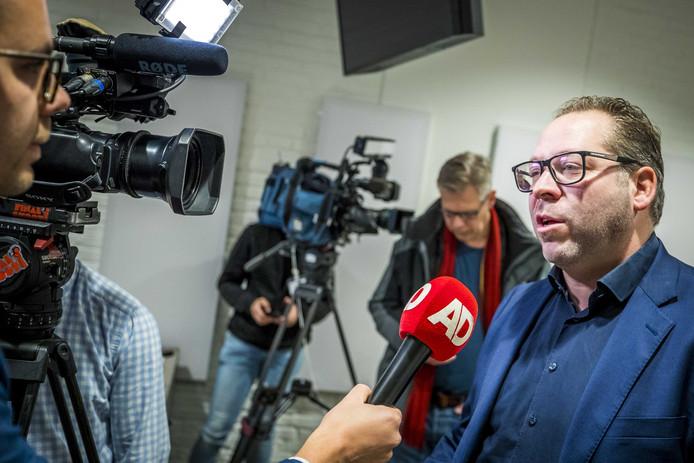 2019-11-04 11:59:15 MAASTRICHT - Advocaat Phil Boonen van de nabestaanden van de Heerlense slachtoffers staat de pers te woord bij de rechtbank na de tweede pro-formazitting in de strafzaak tegen Thijs H. De Hagenaar wordt verdacht van het doden van een vrouw in de Scheveningse Bosjes en van het doden van een vrouw en een man op de Brunssummerheide. ANP MARCEL VAN HOORN