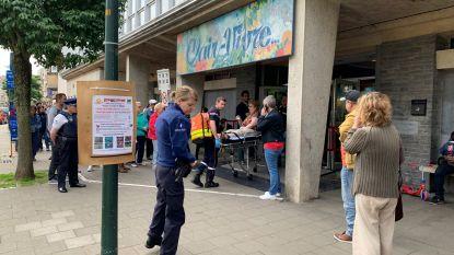 Vrouw valt flauw aan stembureau