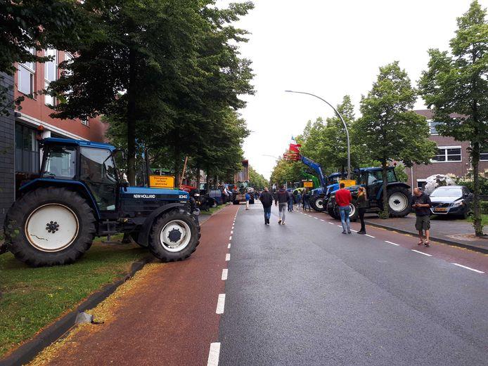 Boeren protesteren aan de Koggelaan in Zwolle.