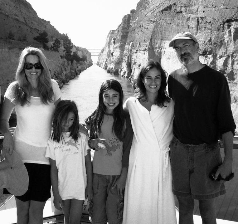 Tweede echtgenote Laurene en dochters Eve, Erwin en Lisa met Steve Jobs in betere tijden tijdens een reis naar Griekenland.