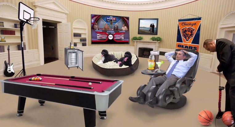 Obama ontspant in het Witte Huis. Beeld YouTube