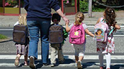 Waarom Amerikaanse mama's een deurstop in de boekentas van hun kinderen steken