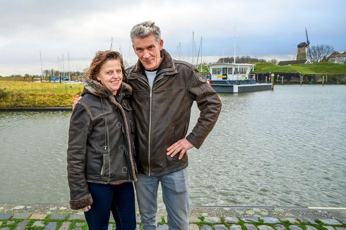 John van der List en zijn vrouw Willeke Fiere exploiteren al haven De Batterij in Wlllemstad. Per 1 januari doen ze er de exploitatie van de gemeentelijke haven bij.