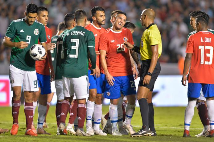 Mexico won de PSV-speler Lozano en Gutiérrez niet nodig tegen Costa Rica.