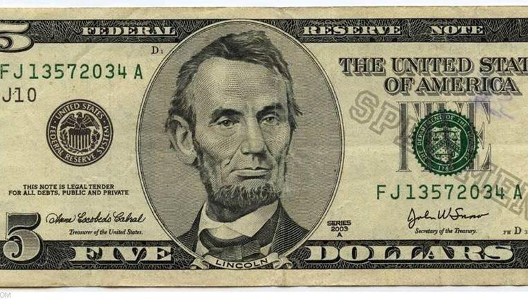 Een Amerikaans biljet van vijf dollar. Beeld null