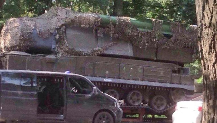 De BUK-installatie met de raket waarvan het JIT vermoedt dat vlucht MH17 is neergehaald, op een foto van juli 2014. De foto is verspreid door het JIT. Beeld ap