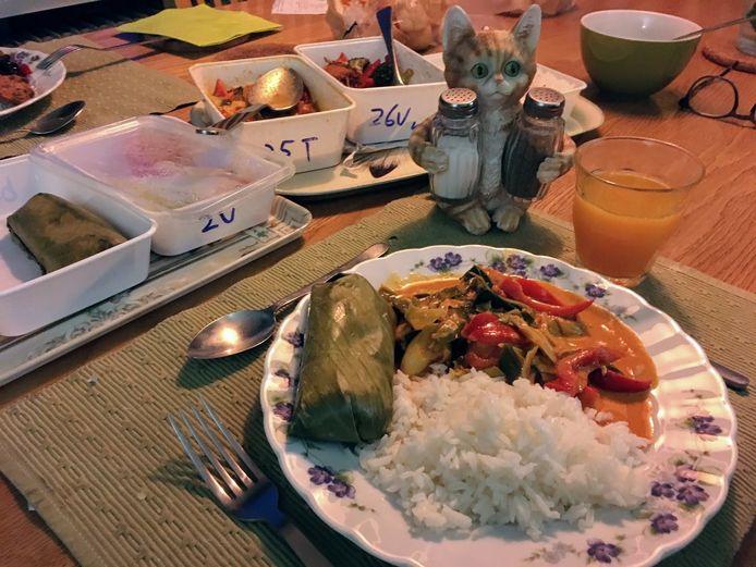 De Thaise keuken biedt ook veel gerechten in plastic witte bakjes. De Panang curry zorgt voor een heerlijke smaakbeleving.