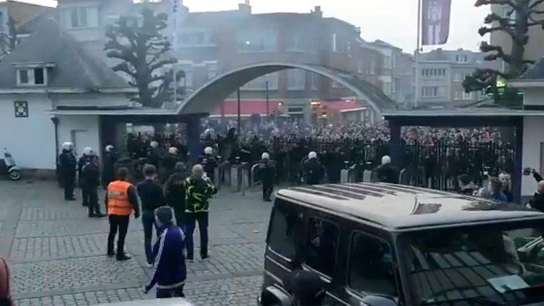 Anderlecht fans keren zich tegen Marc Coucke na de match Anderlecht - Antwerp