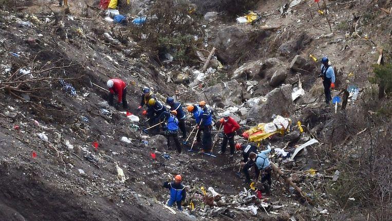 Bergingswerken na de crash van het toestel van Germanwings vorig jaar. De co-piloot liet het vliegtuig vermoedelijk opzettelijk te pletter vliegen.