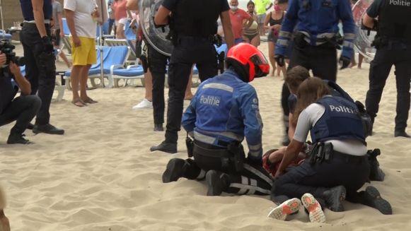 De rellen vonden zaterdag plaats op het strand van Blankenberge.
