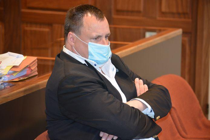 Meesteroplichter Piet Van Haut kwam donderdagmorgen persoonlijk naar de rechtbank in Brugge afgezakt.