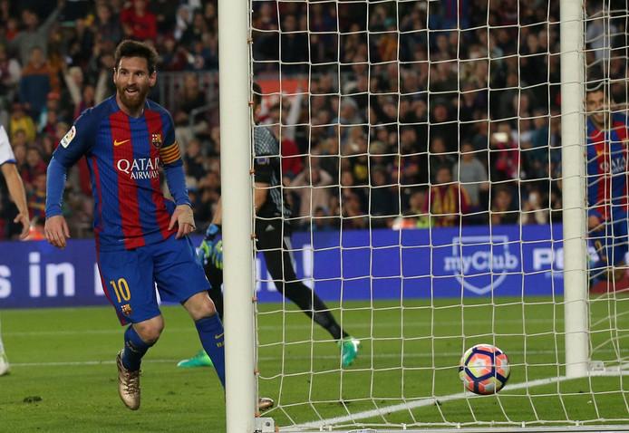 Lionel Messi scoort.