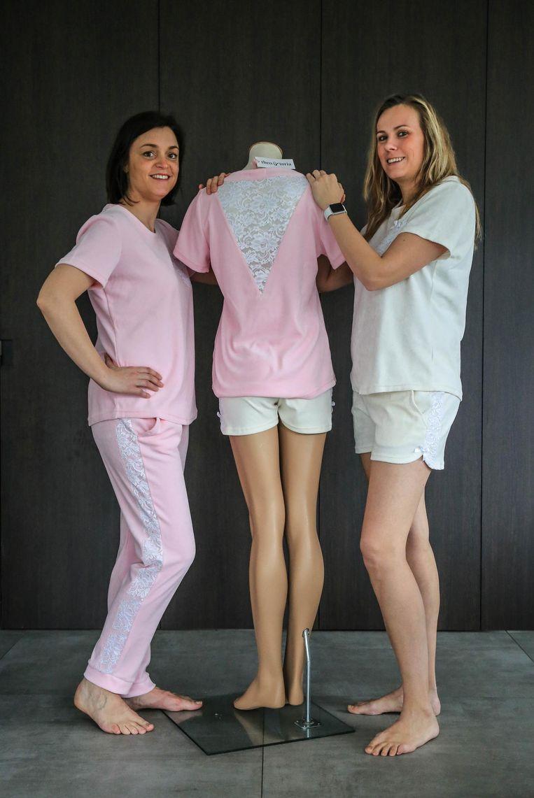 Schoonzussen Annelies Vanderhaeghen en Jasmine Delabie trokken een zelfontworpen pyjama aan.