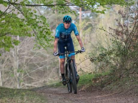 Harderwijker Van Uum fietst voor een betere wereld