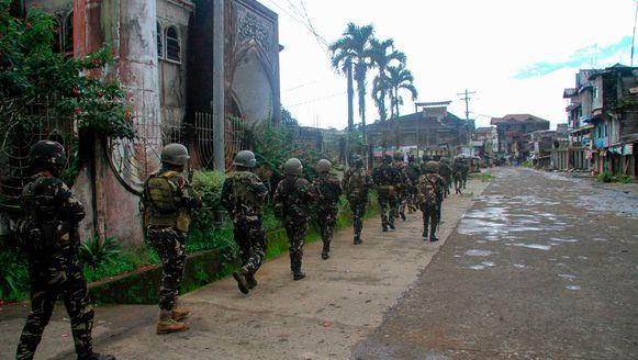Filipijnse troepen aan de frontlinie in Marawi.