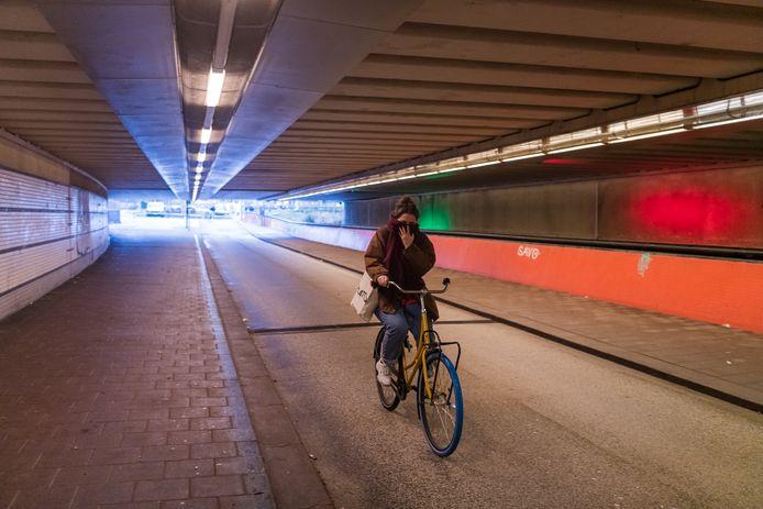 Al drie jaar hangt er een indringende stank in de Sijpesteijntunnel bij Utrecht Centraal.