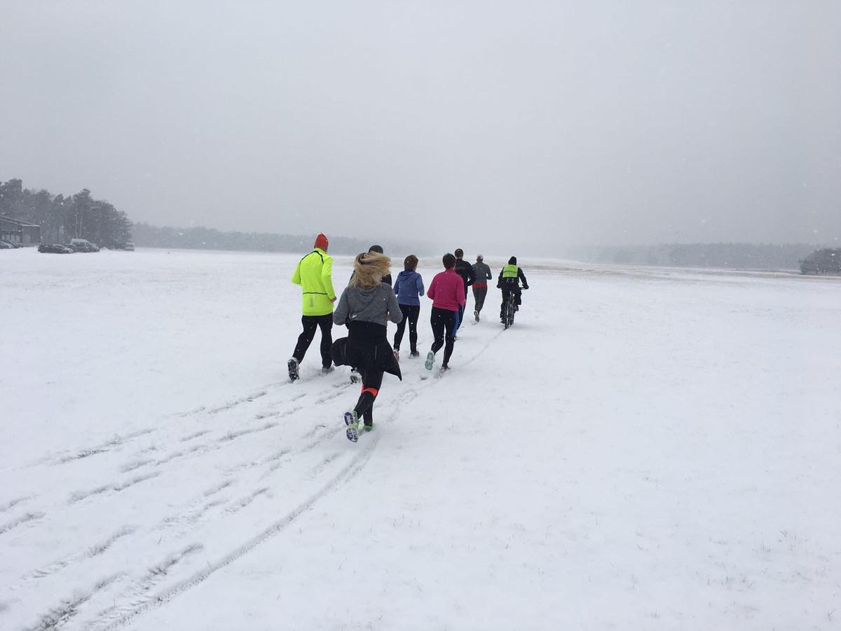 Loopgroep Start To Run kreeg vandaag de unieke kans gekregen om over het zweefvliegveld bij Malden te lopen.